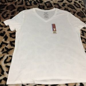 NWT Faded Glory v-neck t-shirt in white size XXL